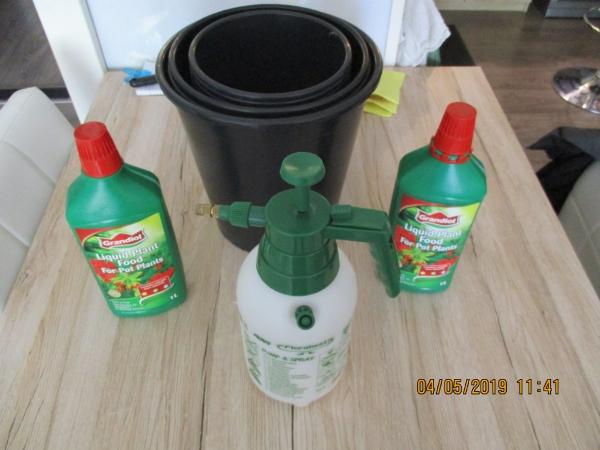 10 tuin/huis bloem over potten plastiek zwart + accessoires  10 p