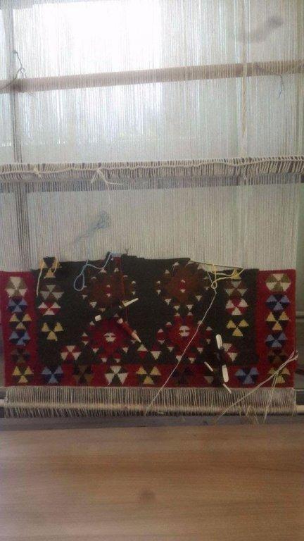 Handgeknoopte wollen karpet (Lengte:295cmXBreedte:145cm).Uniek!