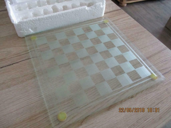 Glazen schaakspel 25x25cm: Glazen schaakspel met matte en gl
