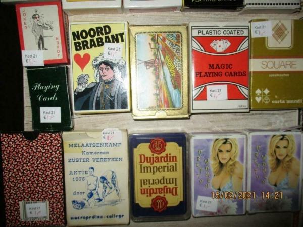 Verschillende soorten doosjes speelkaarten