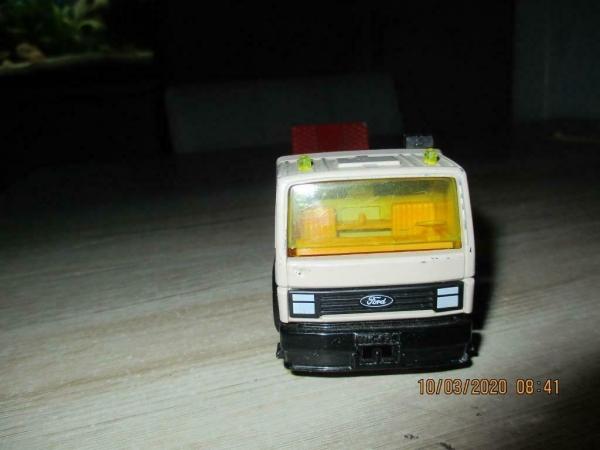 Siku ford afsleep vrachtwagen retro ziet er goed uit en niet