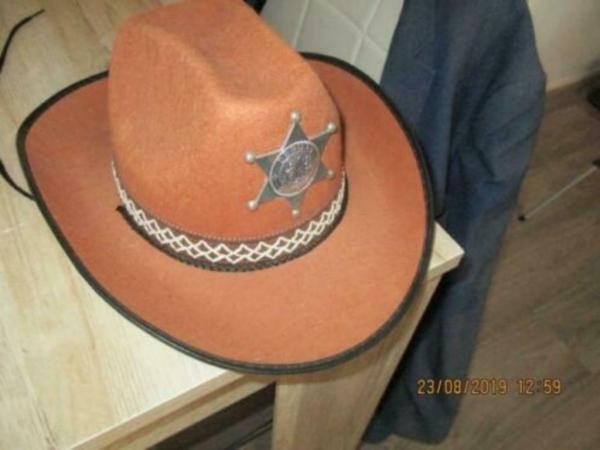 Cowboy hoed sherif