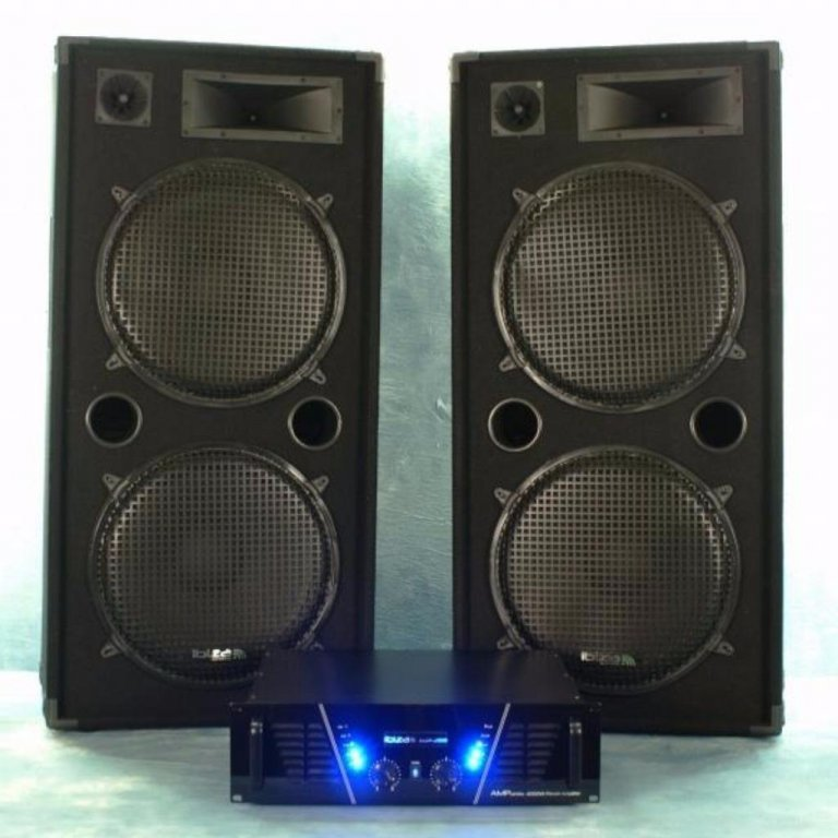 Dj Set 2000 Watt. Versterker, speakers, en kabels.STAR 2000