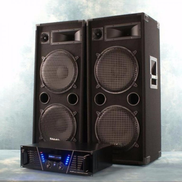 Dj Set 1500 Watt. Versterker, speakers, en kabels.STAR 1000