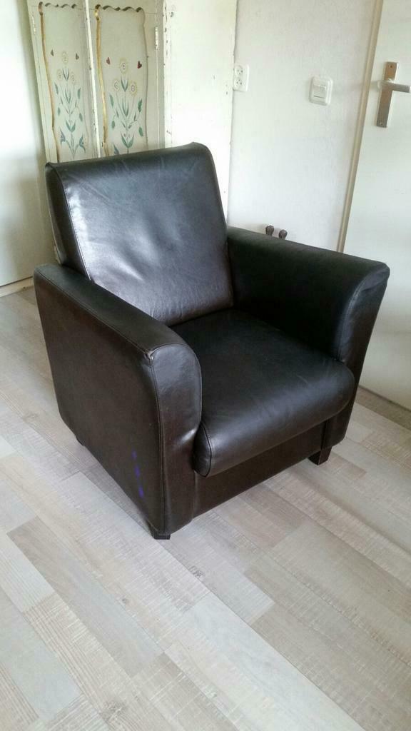 Donkerbruine lederen fauteuil ( Opbrengst voor goed doel)