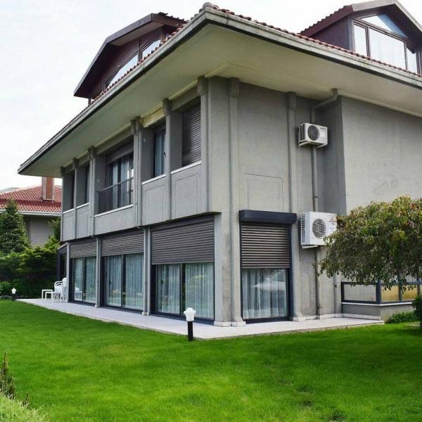 Te koop in Istanbul plaats Buyukcekmece soor huis (Herenhuis).