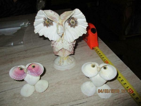 2e creatie`s en items van schelpen gemaakt voor decoratie,