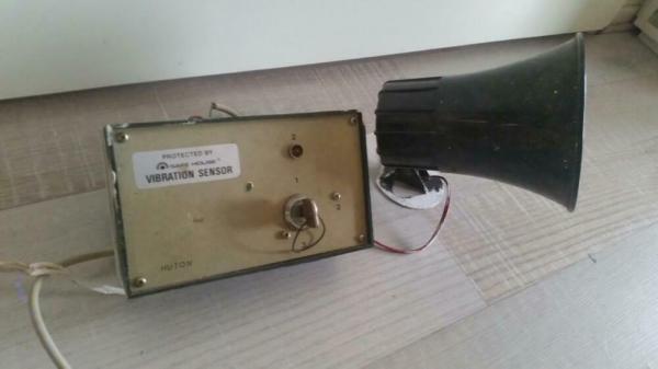 Eenvoudige alarmset met 12 V. Hoorn (geen bewegingsmelder)