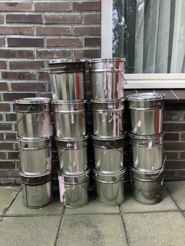 Grote partij Metaalverf Totaal 56 liters.(zie beschrijving).