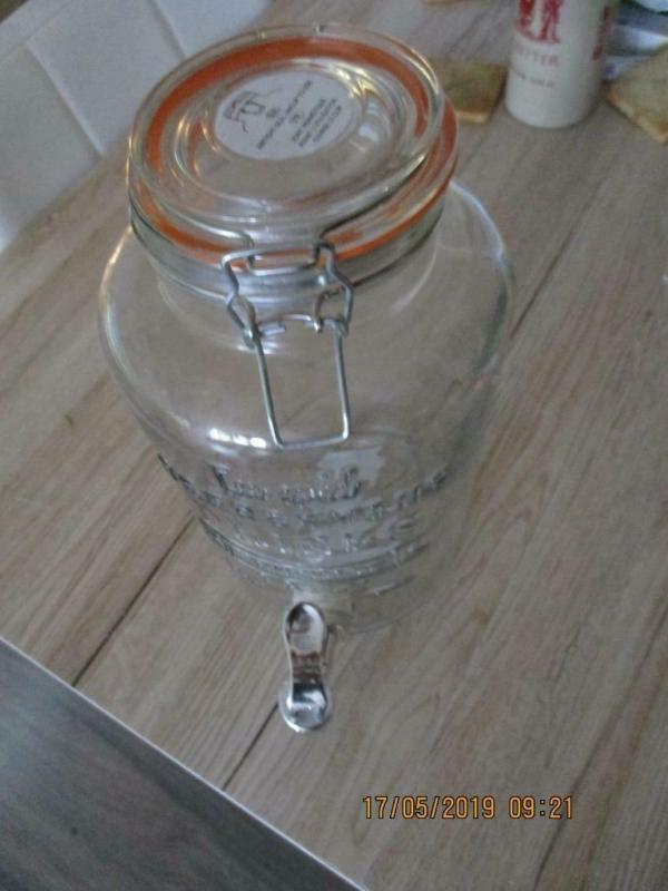 Weckfles met kraan, voor verfrissende limonade te schenken