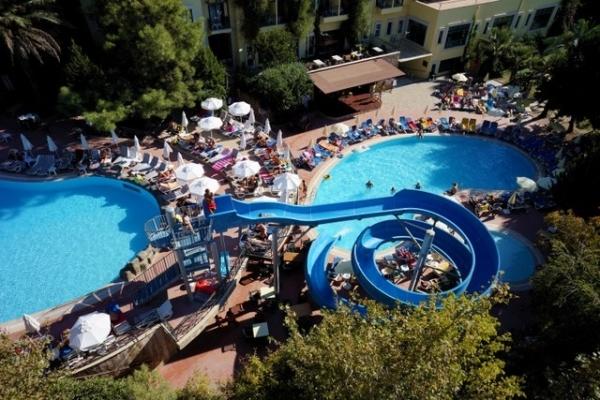 Een geweldig 4-sterren hotel te koop in antalya