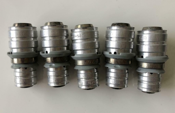 Uponor MLC pers koppeling verloop Sok 25x20mm. (5 Stuks.)