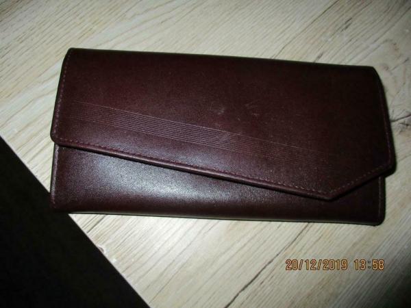 Ledere portemonee met vele vakken voor briefgeld en pasjes p