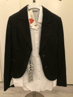 Zwart dames colbert met Wit overhemd (Maat 36).