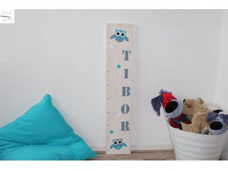 Stoere custom-made steigerhouten groeimeters met naam