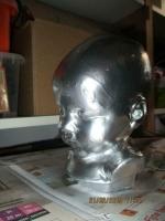 Chromen kleur borst beeldje van een baby hoofd de plekken zi