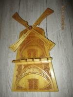 Molen handgemaakt uit een plank om op te hangen 32 cm h x 18