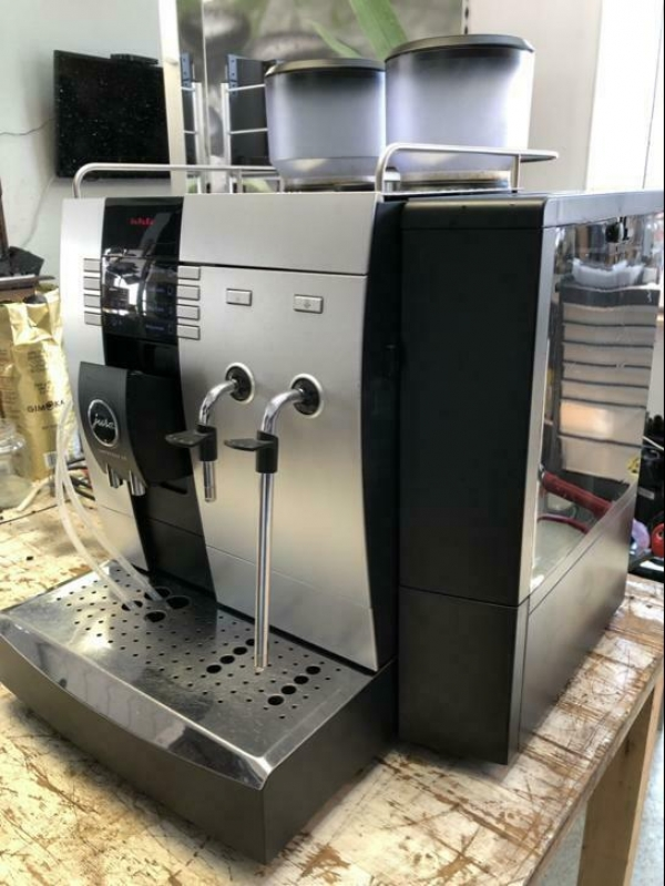 Koffiemachine Jura X9 slechts 7700 kopjes !!
