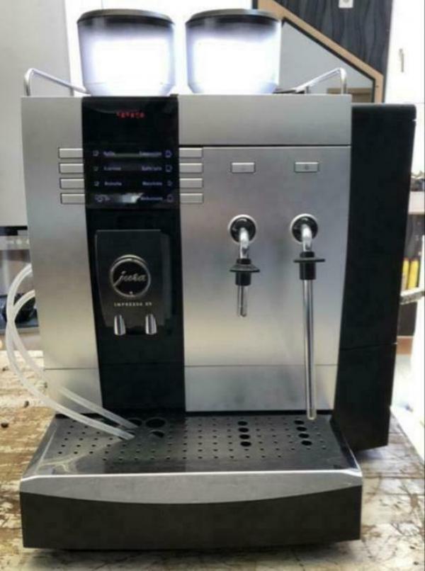 Koffiemachine Jura X9 slechts 9800 kopjes !! Nieuw waardig