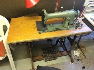 Industrie naaimachine aangeboden