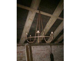 Gebruiksvoorwerpen Antieke ophang kandelaar.